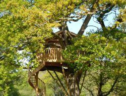Cabane dans les arbres saint yrieix la perche