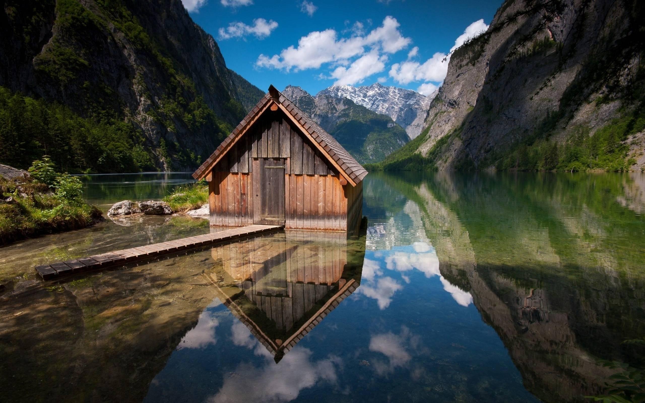 Image de cabane au bord de l'eau