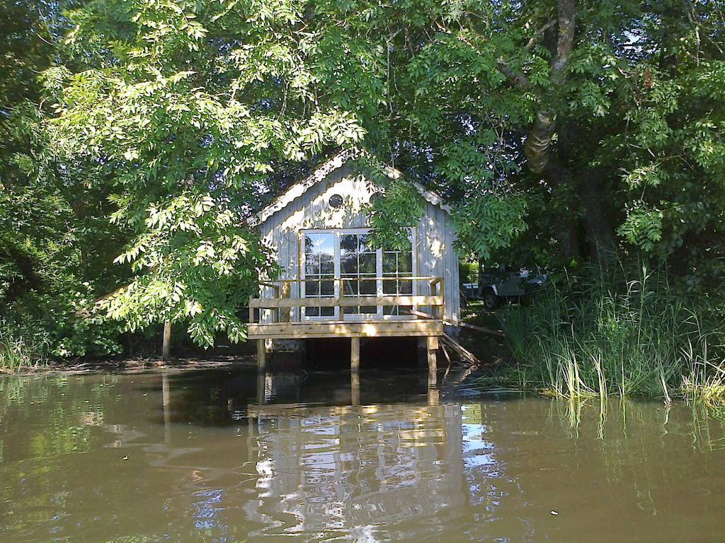 Vacances cabane au bord de l'eau