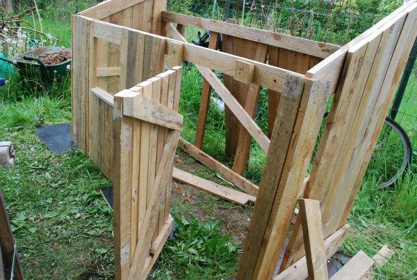 Construire une cabane en palette de bois