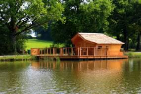 Cabane sur l'eau en charente