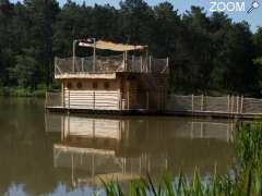 Cabane sur l'eau en dordogne