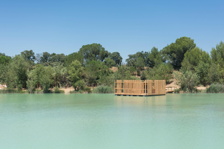 Cabane sur l'eau pres d'avignon