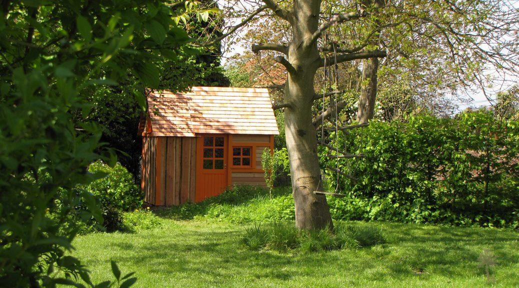 Cabane au fond du jardin photos