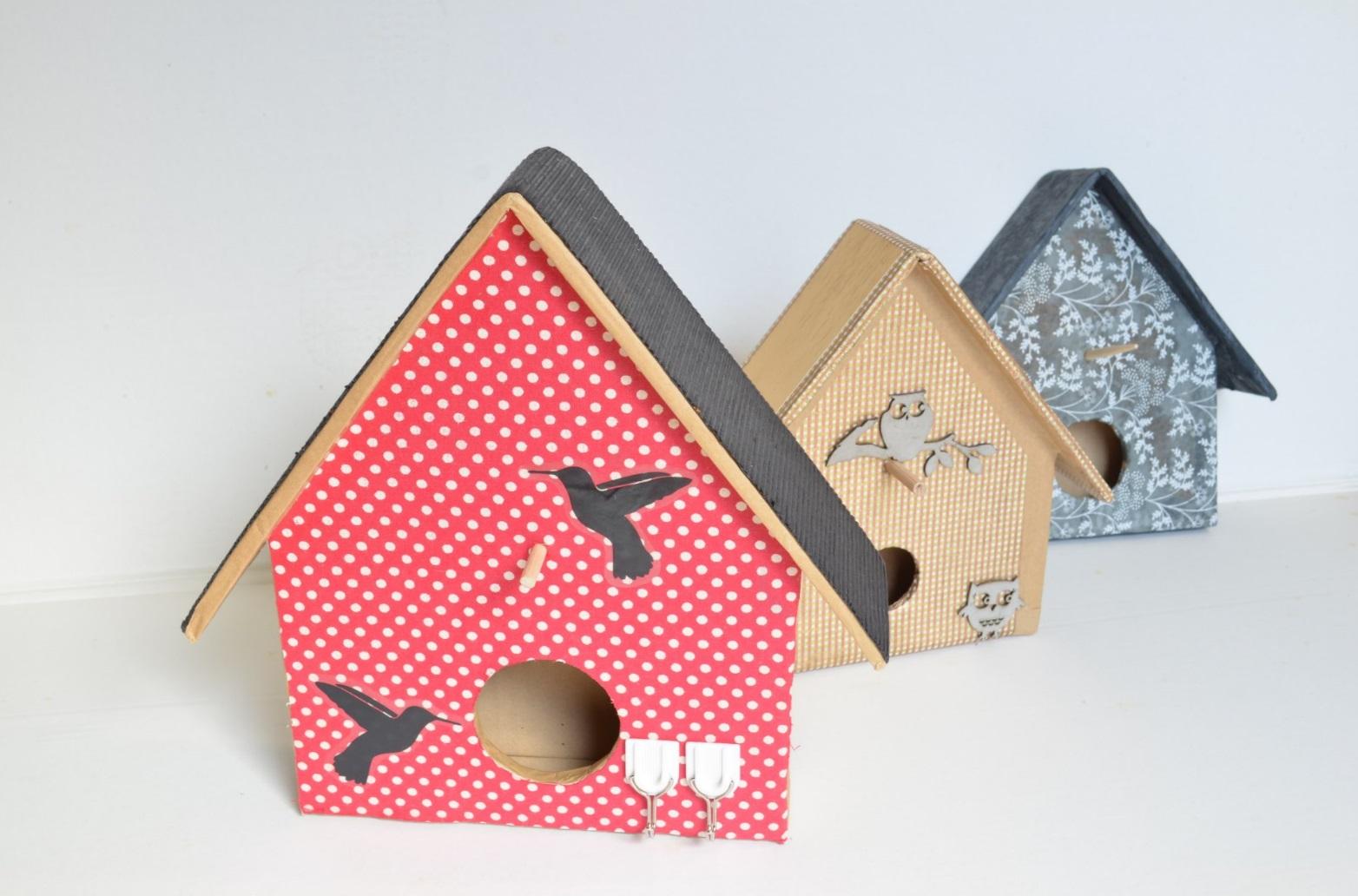 Cabane a oiseau en carton