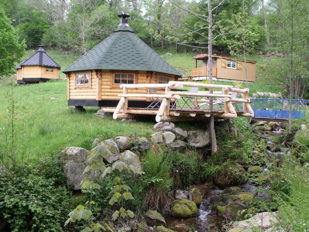 Cabane dans les bois en lorraine