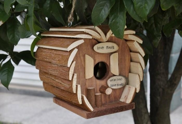 Cabane a oiseaux en bois