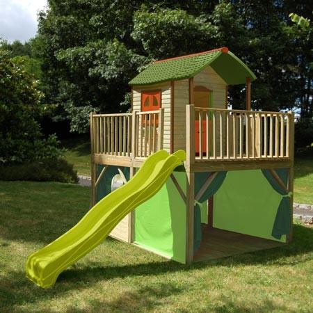 Cabane de jardin avec toboggan