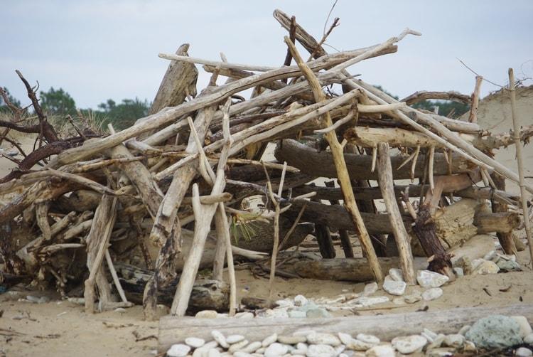 Cabane en bois de plage