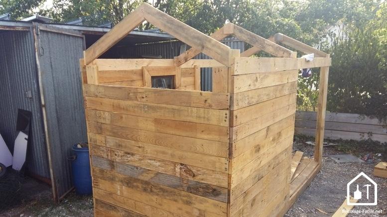 fabriquer cabane en palette jardin. Black Bedroom Furniture Sets. Home Design Ideas