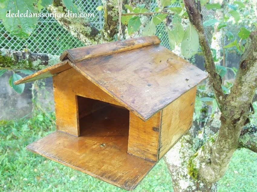 Grande cabane a oiseaux