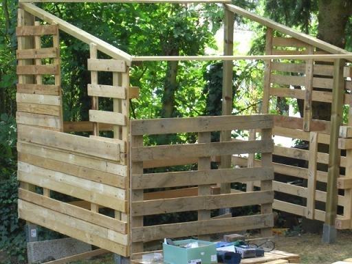 construire une cabane en bois avec des palettes. Black Bedroom Furniture Sets. Home Design Ideas