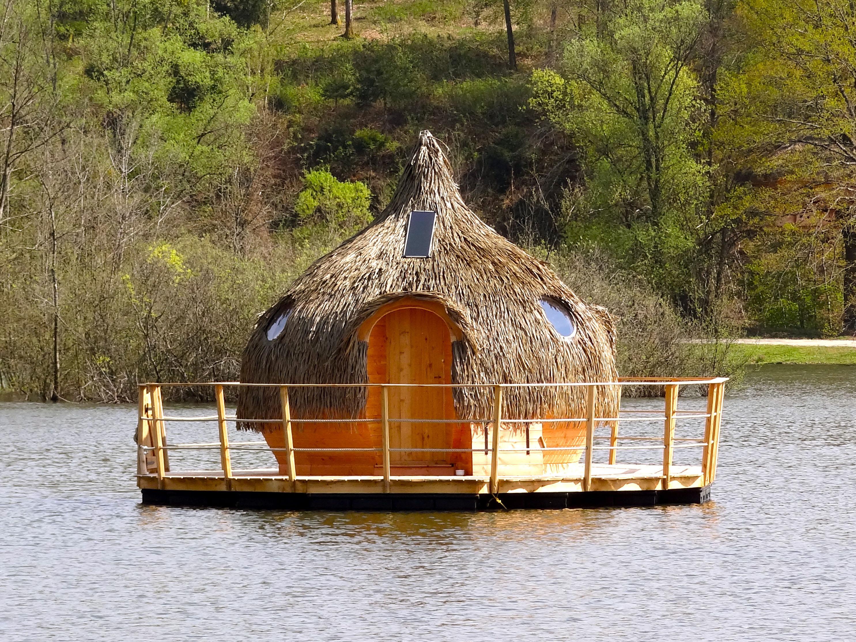 Cabane sur l'eau grand est