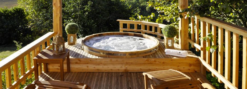 Cabane avec jacuzzi privatif paca jardin - Hotel avec spa dans la chambre paca ...