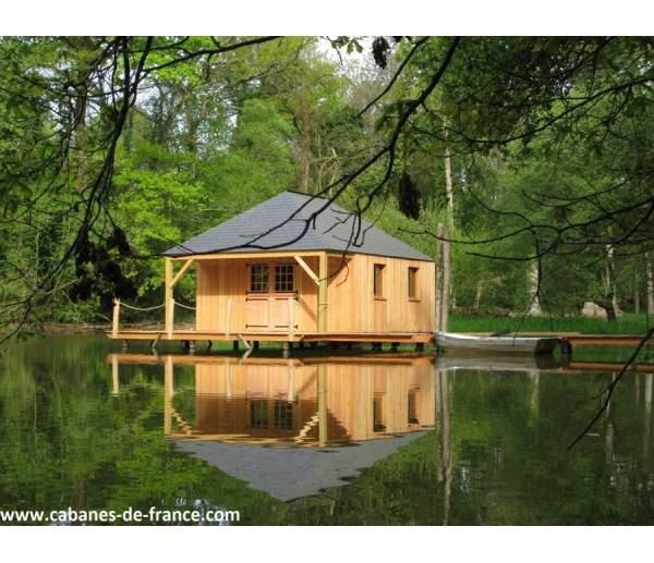 Cabane sur pilotis sur l'eau