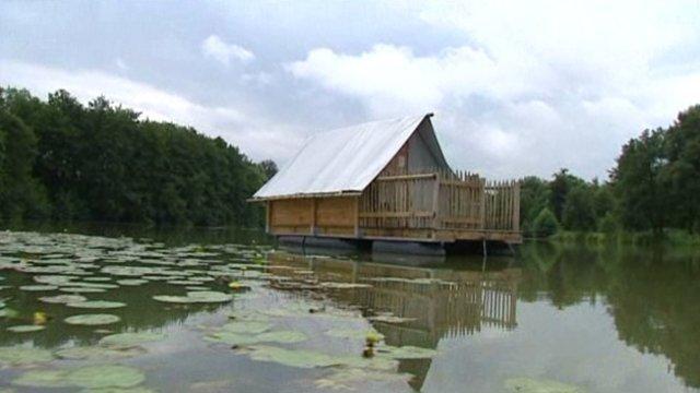 Cabane sur l'eau ain