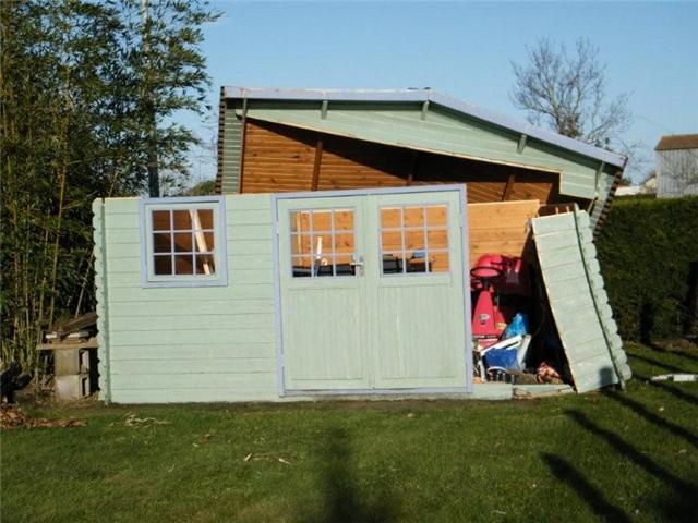Cabane de jardin fabrication maison jardin - Autorisation abri de jardin ...