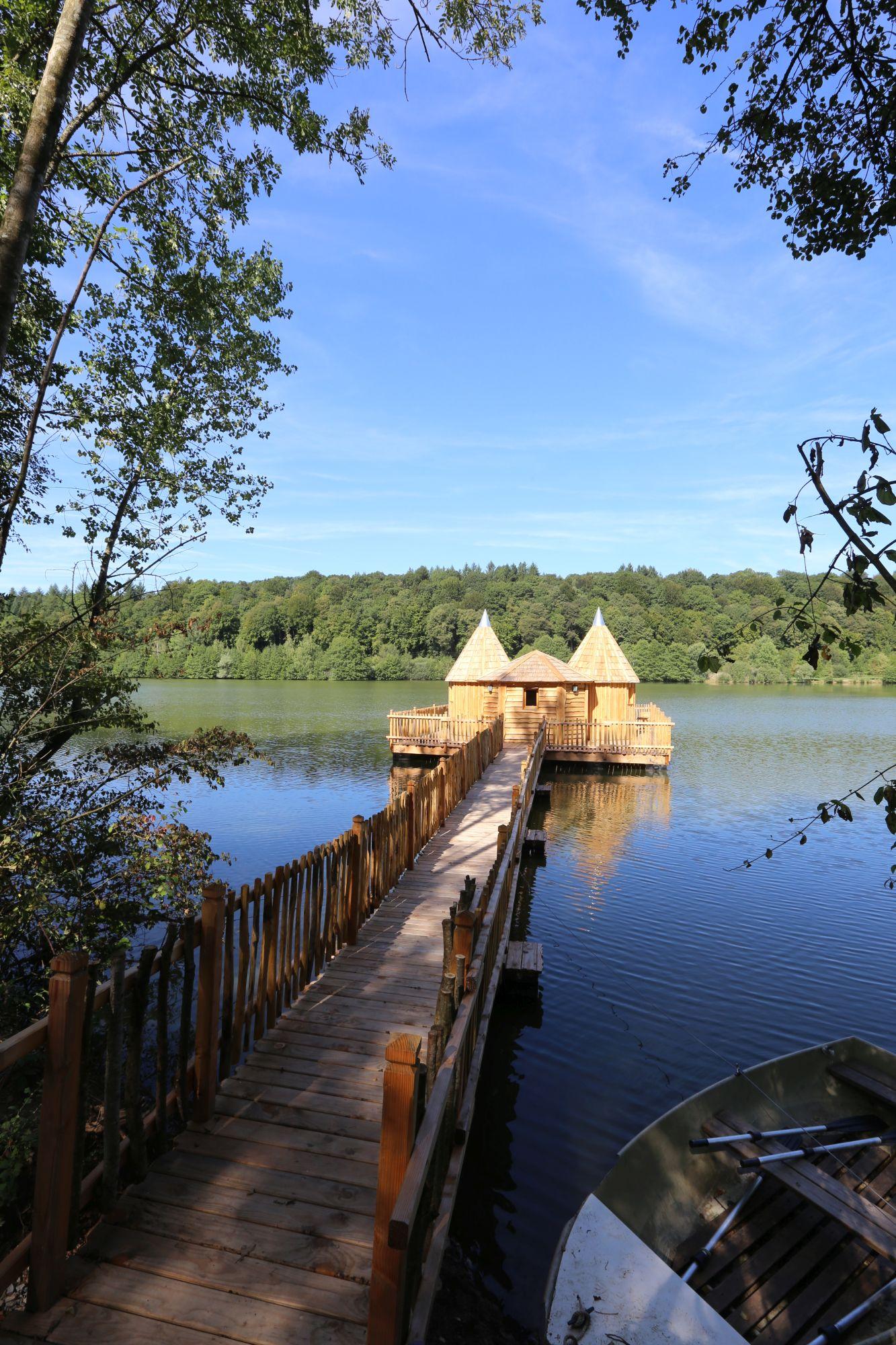 Cabane sur l'eau chassey les montbozon