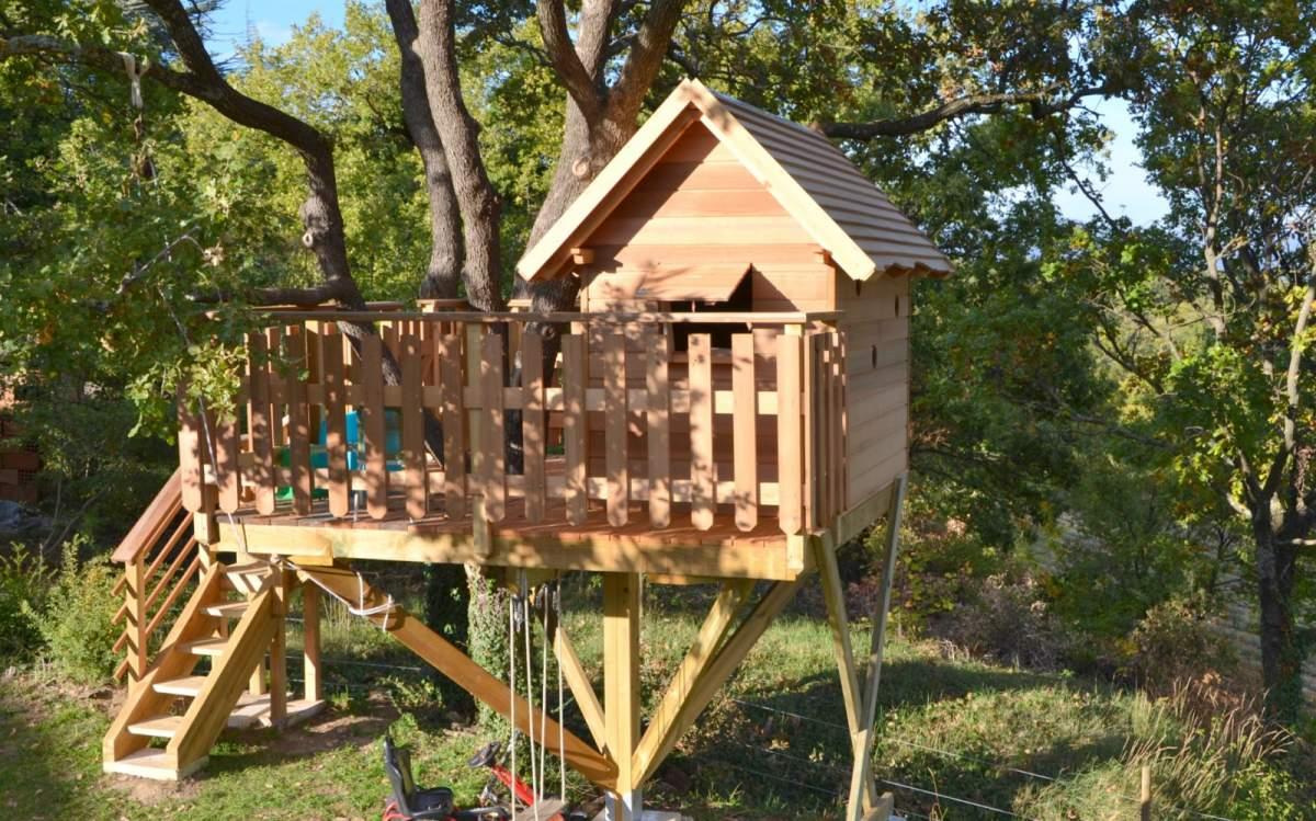 Cabane perchée construire