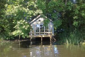 Cabane au bord de l'eau avignon