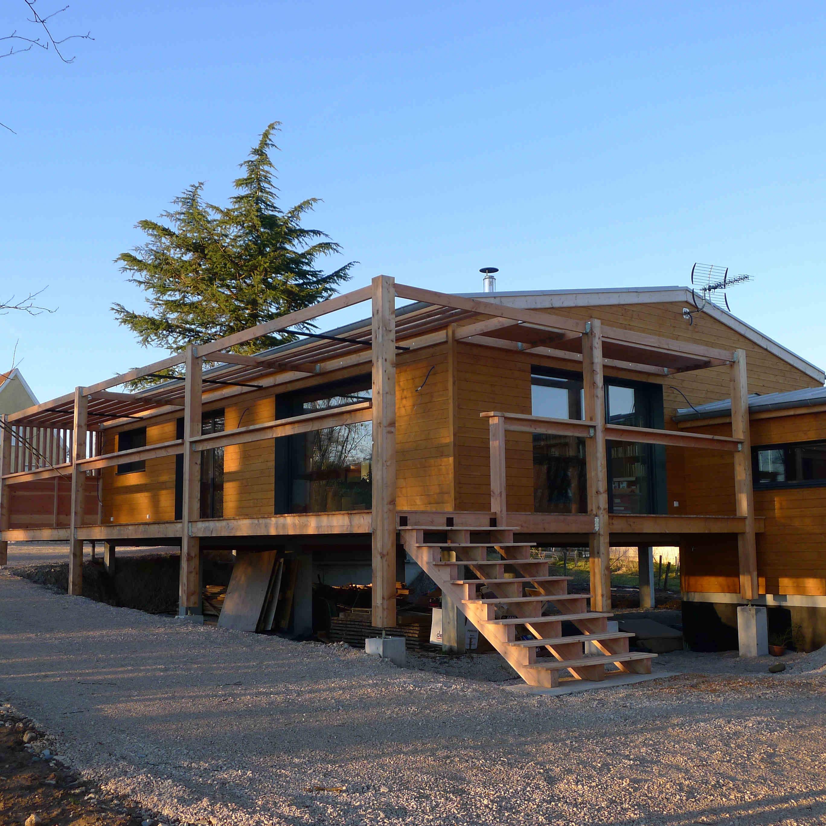 Cabane en bois sur pilotis habitable