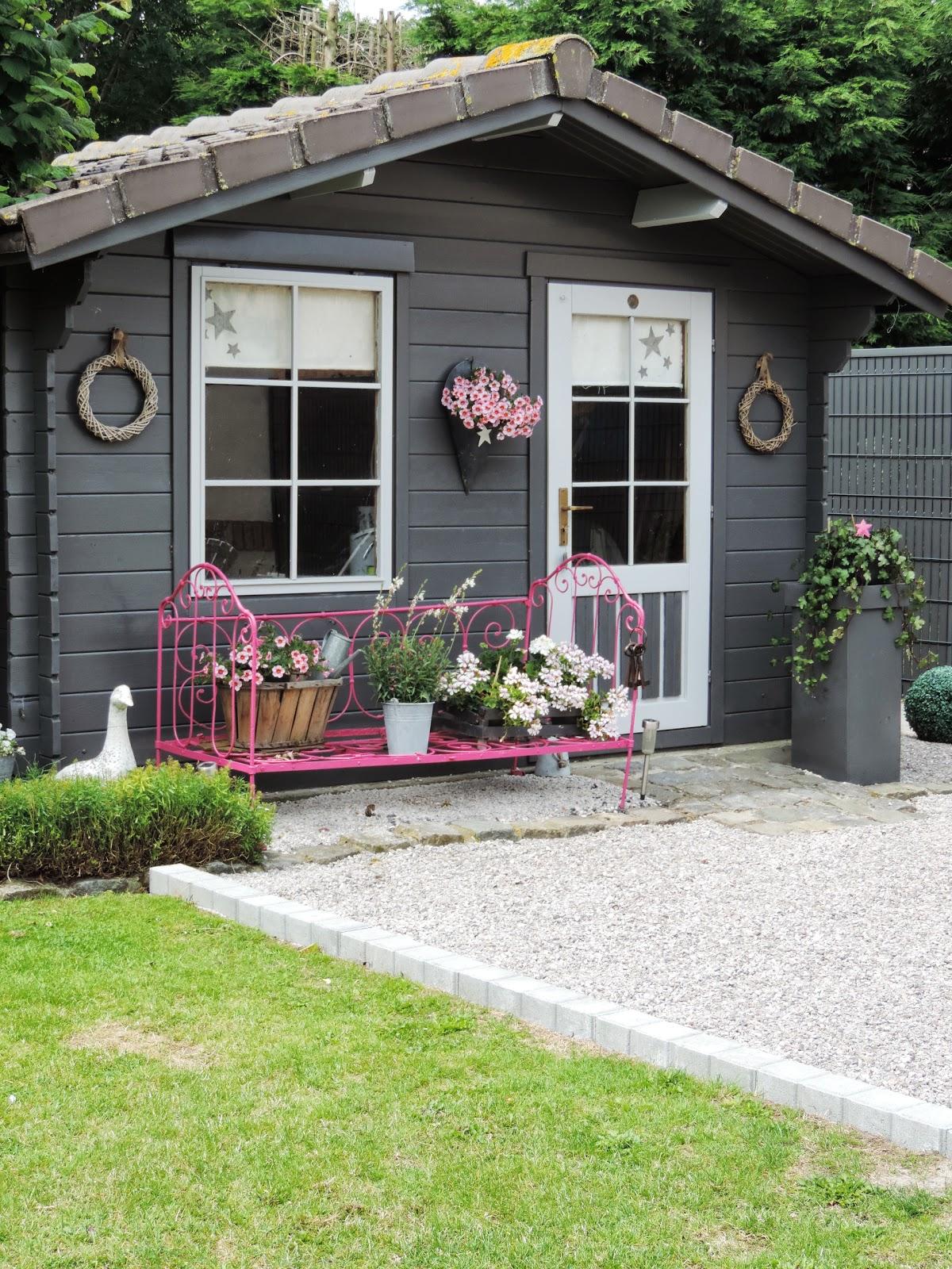 Cabane de jardin rose