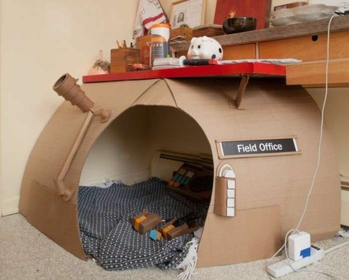 Cabane en carton fait maison - Mailleraye.fr jardin