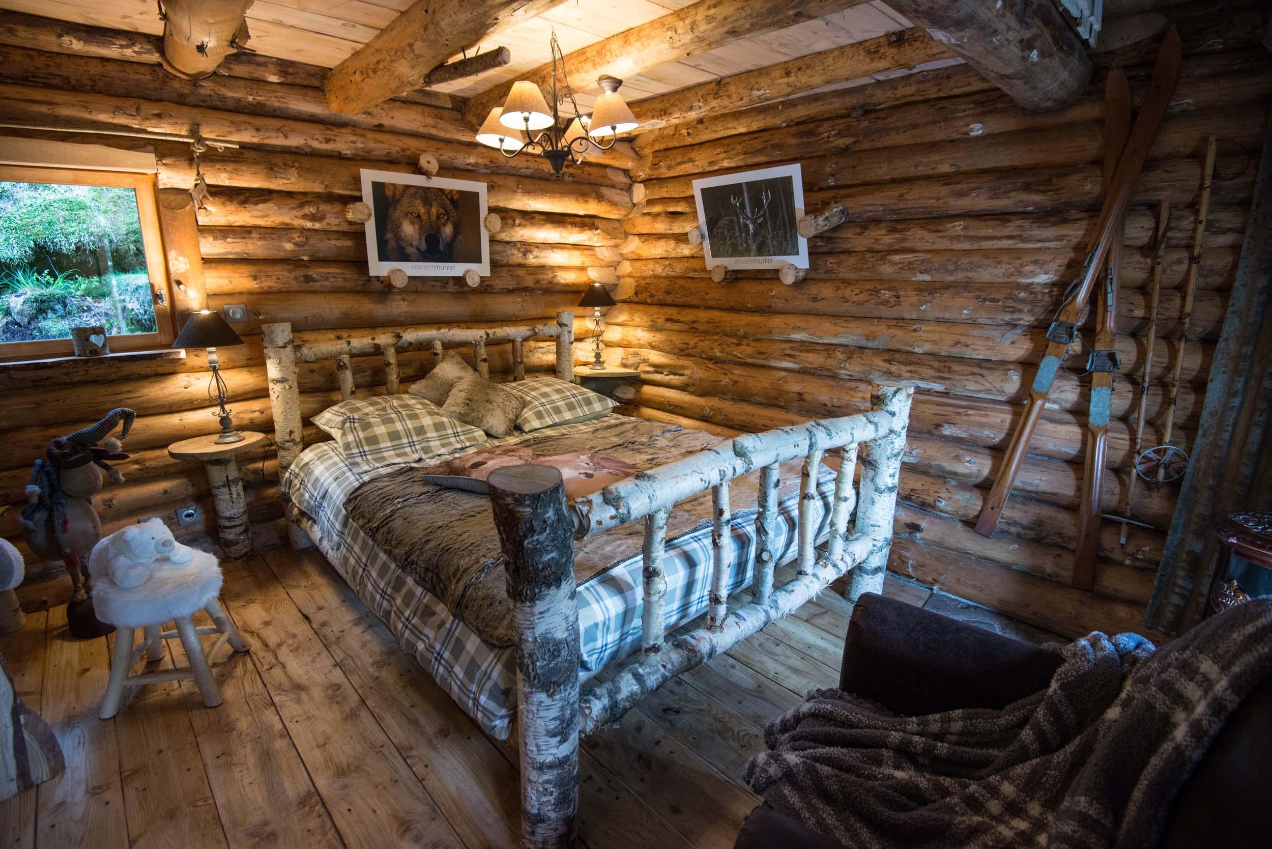 Cabane en bois nuit