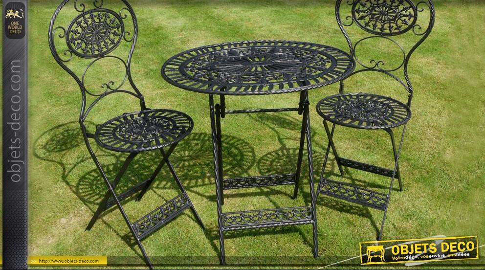 Mobilier de jardin en fer ancien