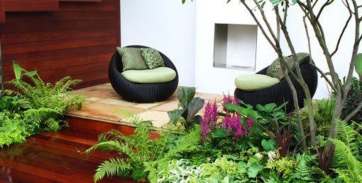 Salon de jardin confortable et zen