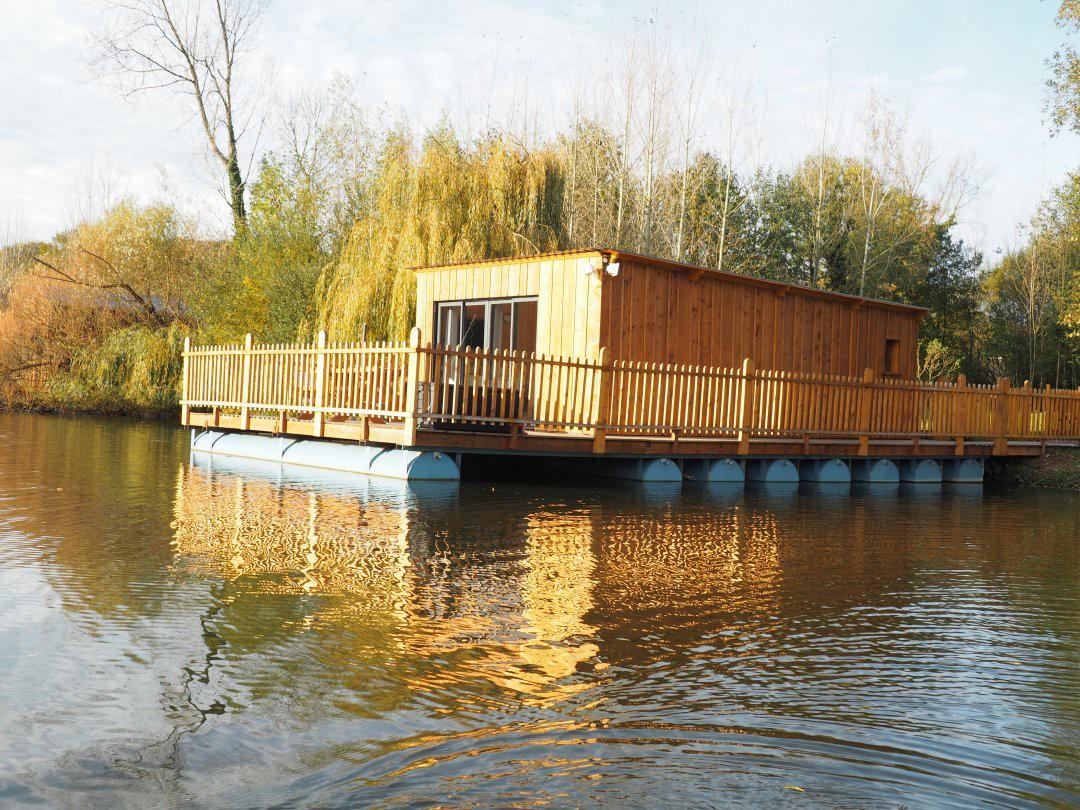 Cabane au bord de l'eau en normandie
