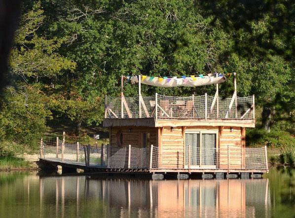 Cabane au bord de l'eau dordogne
