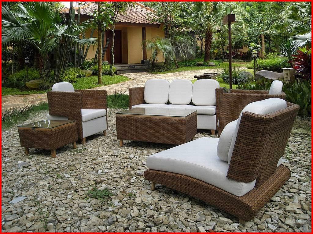 Table et chaise de jardin en resine tressee