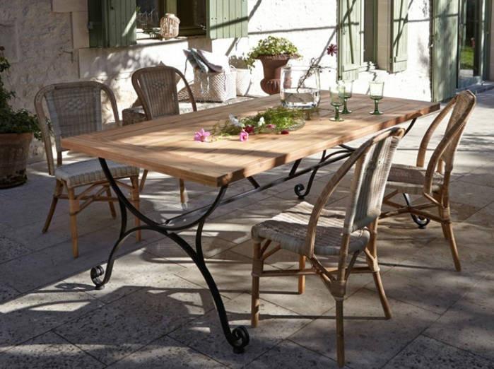 Table de salon de jardin en fer forgé