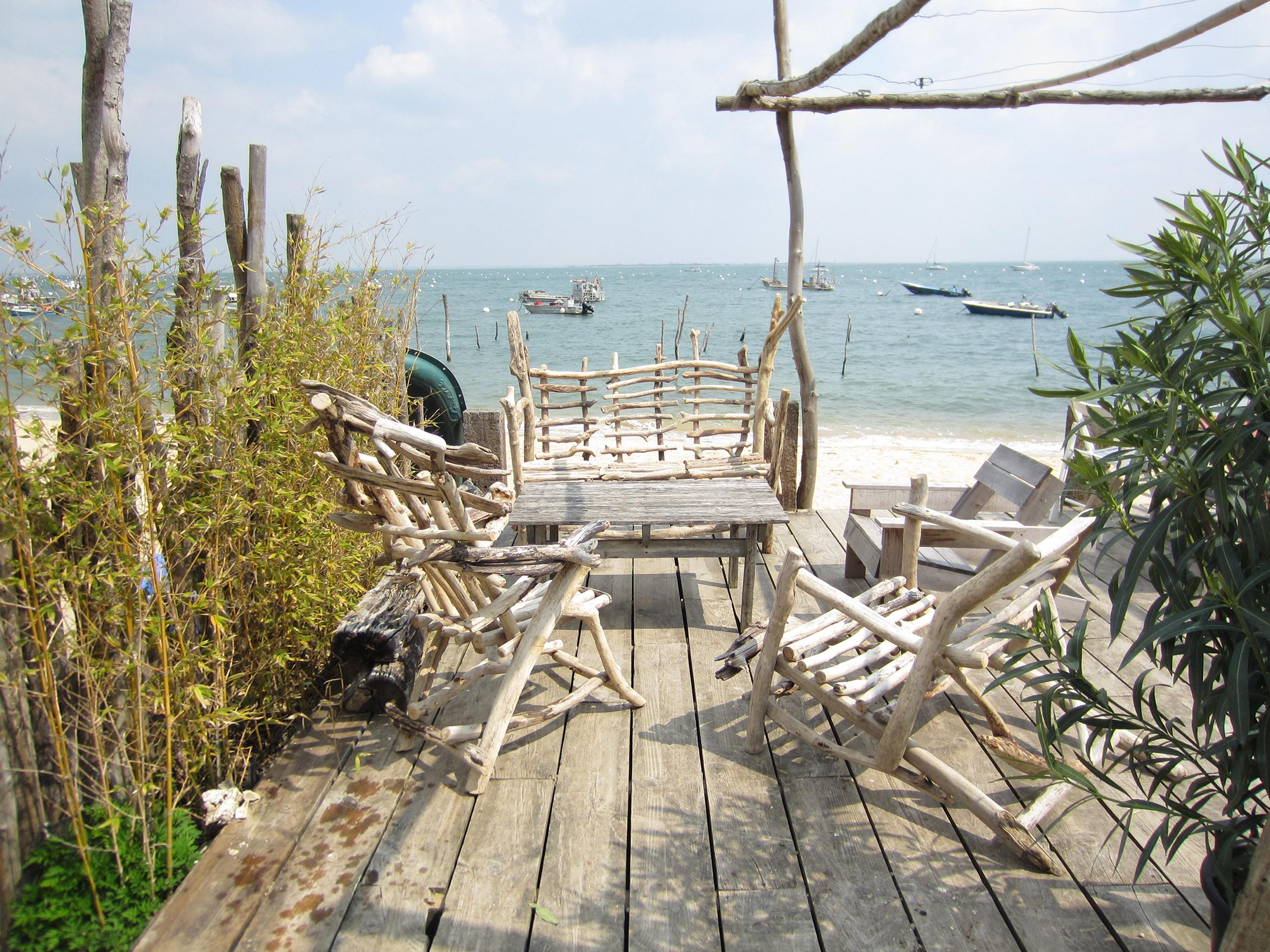 Salon de jardin en bois flotté - Mailleraye.fr jardin