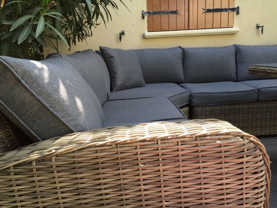 Salon de jardin Tavola 8 Marron Chocolat en résine tressée, table  d\'extérieur 195cm avec 8 fauteuils