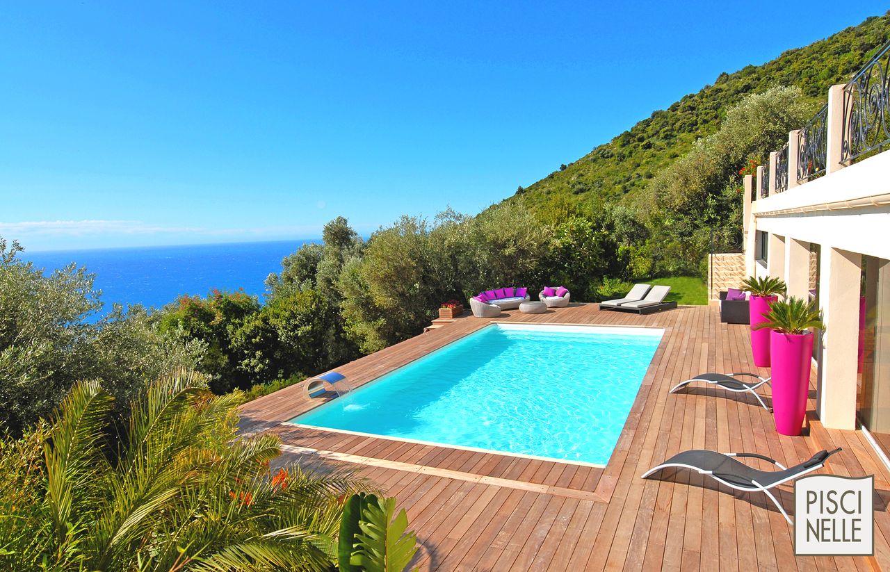 Villa avec piscine terrasse bois