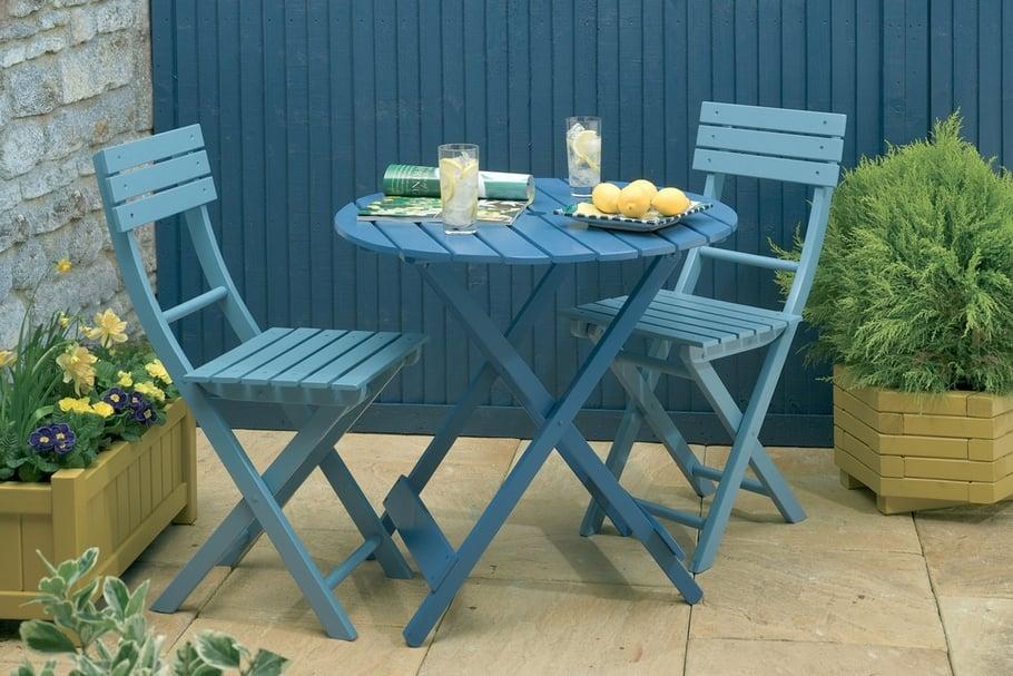 Comment rénover une table de salon de jardin en plastique ...