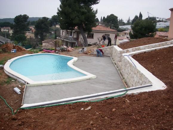 Construire une terrasse autour d'une piscine