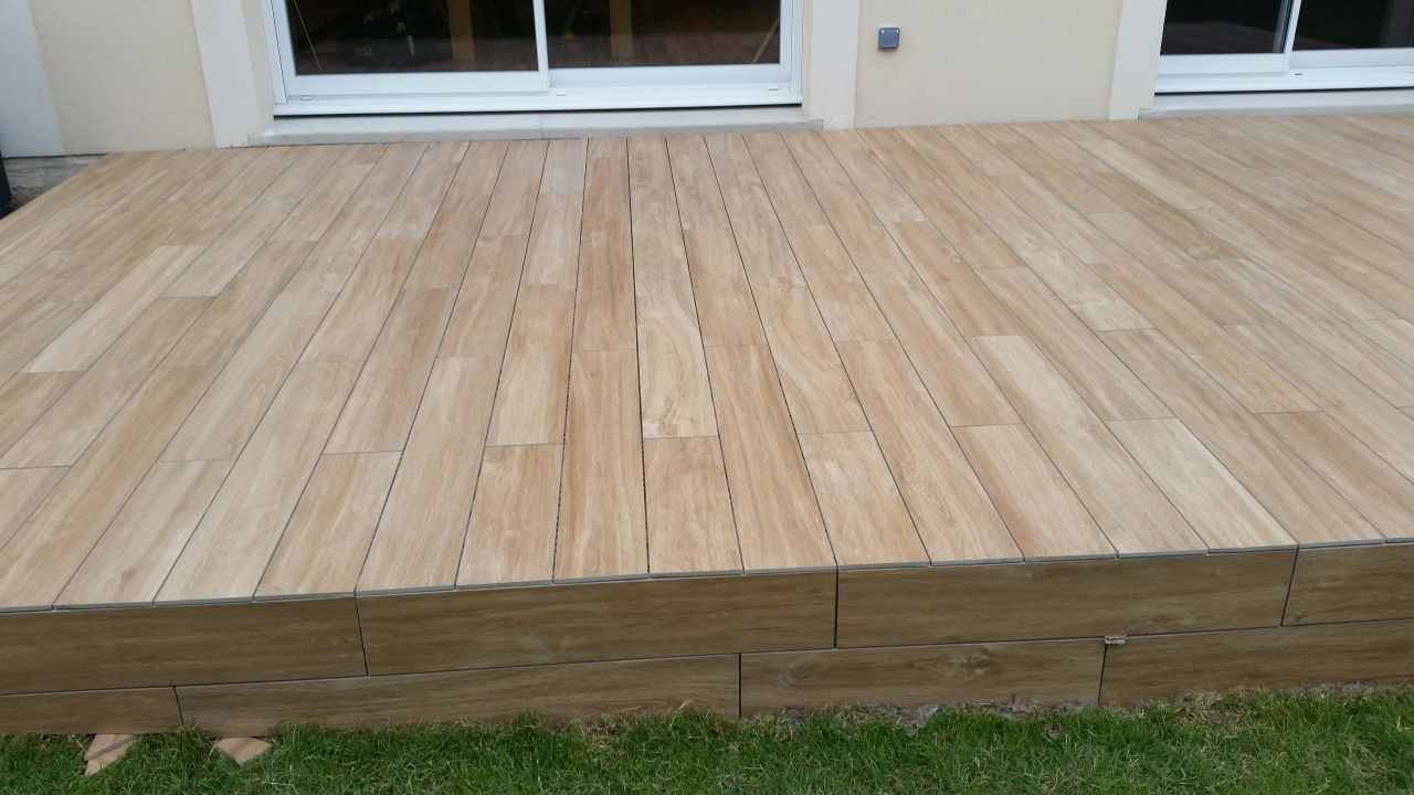 terrasse carrelage imitation bois rendu sympa mailleraye. Black Bedroom Furniture Sets. Home Design Ideas