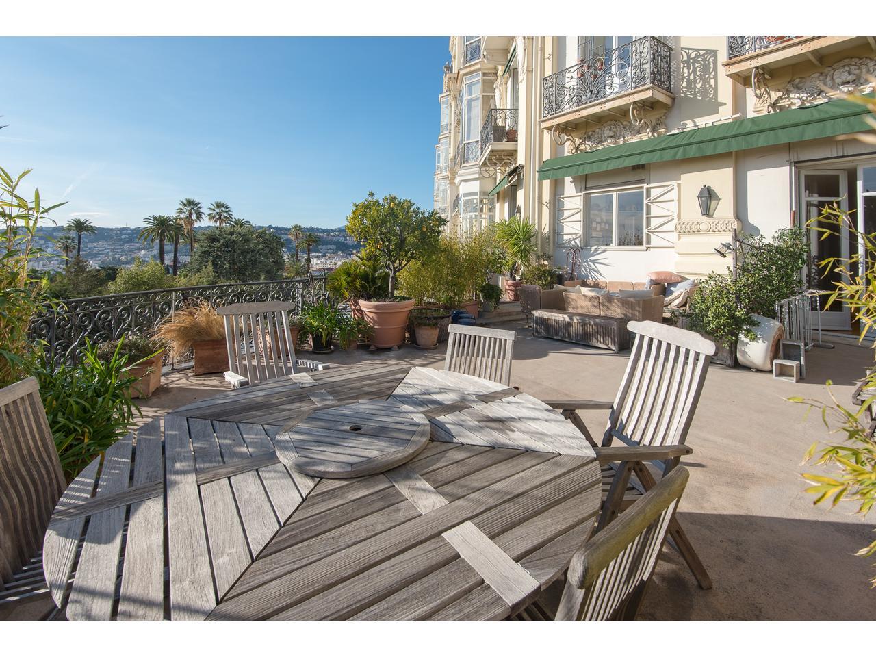 Appartement avec terrasse vue mer var