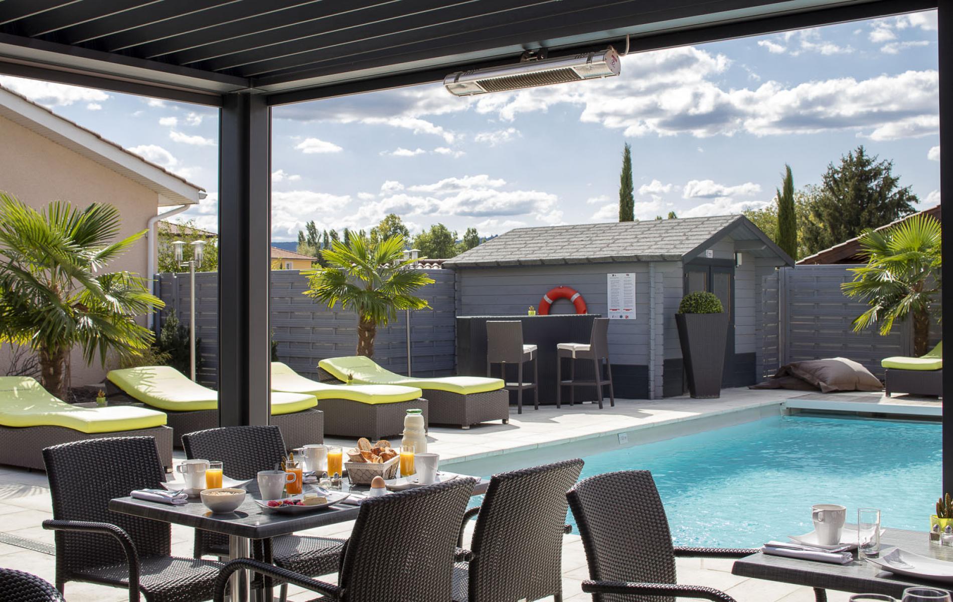 Restaurant avec terrasse piscine