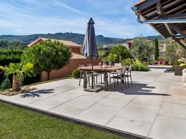 Terrasse composite et pierre