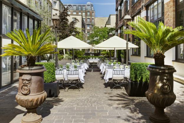 Terrasse de l'hôtel les jardins du marais