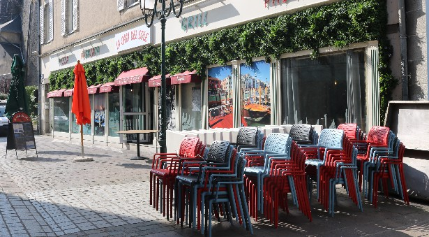 Terrasse cafe laval