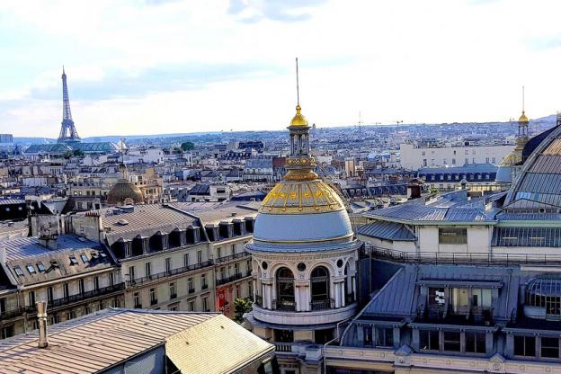 Terrasse printemps vue sur paris