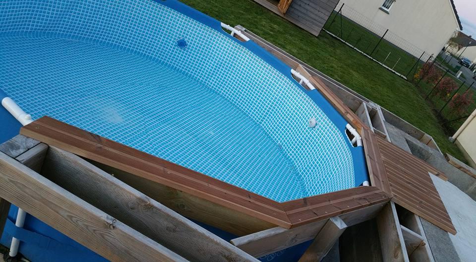Piscine tubulaire avec terrasse bois
