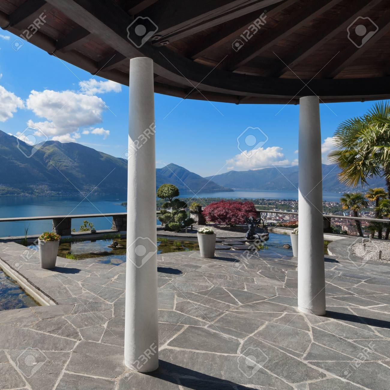 Terrasse avec vue sur le lac