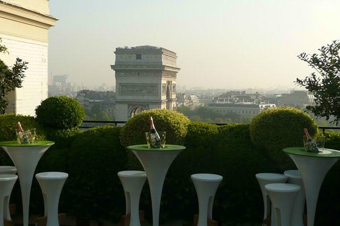 Terrasse avec vue sur l'arc de triomphe