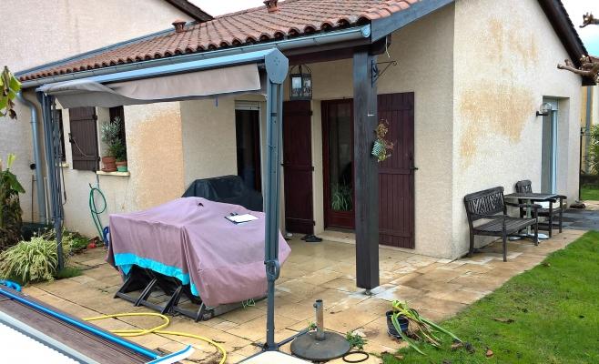Terrasse couverte sous toit